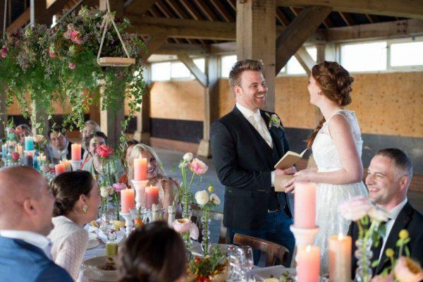 bruidspaar celebrate jullie feestje lente bruiloft geloften voorlezen vows dinner